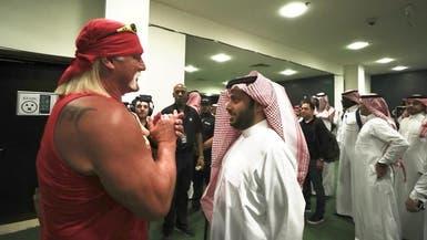 """أشهر نجوم المصارعة في السعودية.. و""""هوغن"""" يشعل الأجواء"""