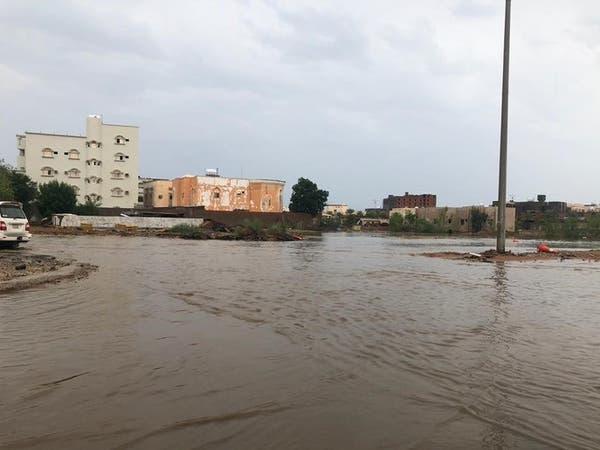 أمطار غزيرة في ينبع.. وإنقاذ 12 أسرة