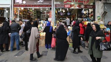 أزمة اقتصادية تخنق إيران.. ملايين الشباب يبحثون عن الهروب