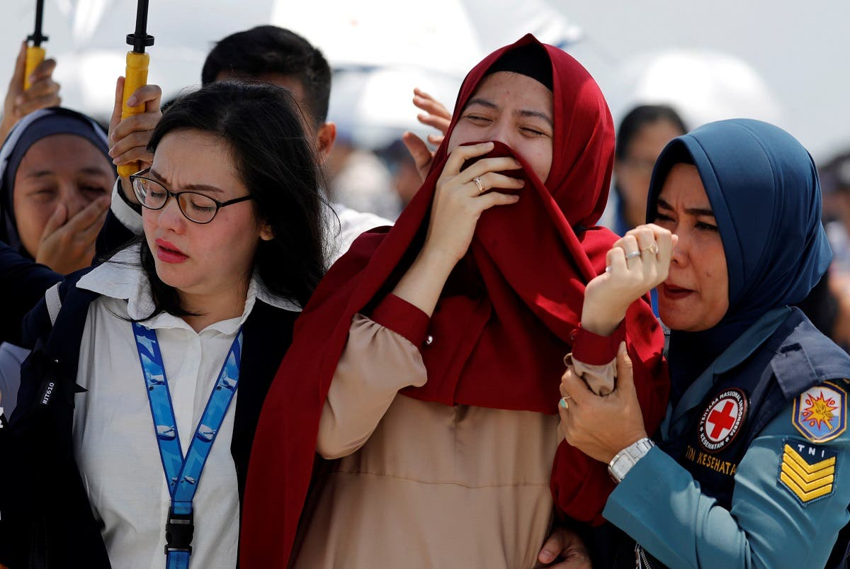Families and colleagues of passengers and crew of Lion Air flight JT610 cry on the deck of Indonesia Navy ship KRI Banjarmasin as they visit the site of the crash to pay their tribute, at the north coast of Karawang. (Reuters)