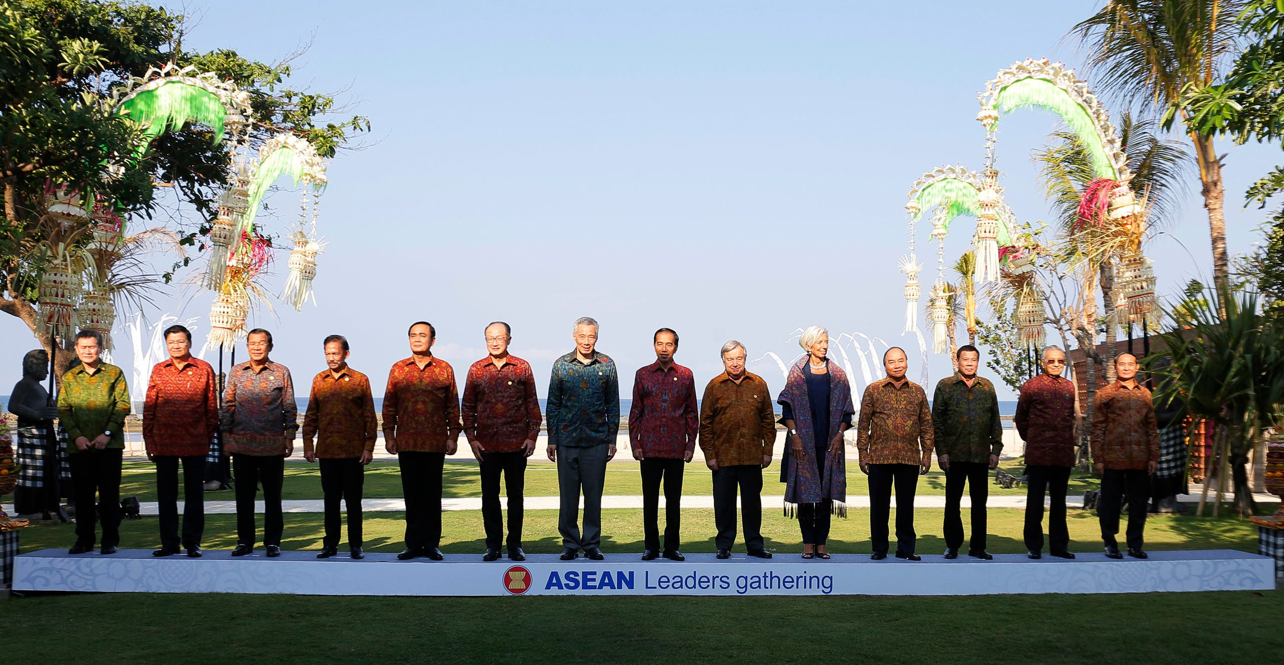 Southeast Asian leaders pose for a family photo for the ASEAN Leaders Gathering at the IMF and World Bank annual meetings in Bali on October 11, 2018. (AFP)