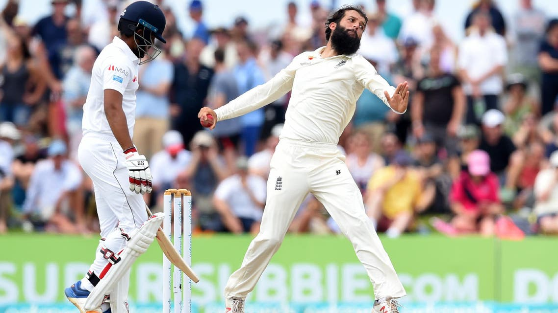 England's Moeen Ali (R) bowls during the fourth day of the opening Test match between Sri Lanka and England at the Galle International Cricket Stadium in Galle on November 9, 2018.  (AFP)
