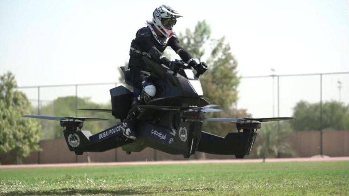 dubai police tarin on hoverbikes (Dubai Media Office)