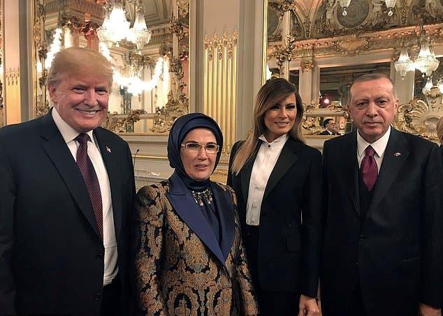 ميلانيا بتوكسيدو من توقيع ديور برفقة الرئيس الأميركي والرئيس التركي وزوجته