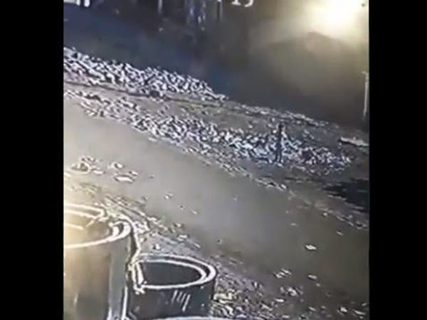 شاهد.. طفلة البصرة تغرق في بالوعة المجاري
