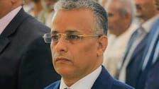 الحوثيون يعتدون على أستاذ أثناء محاضرة ويمزقون ملابسه