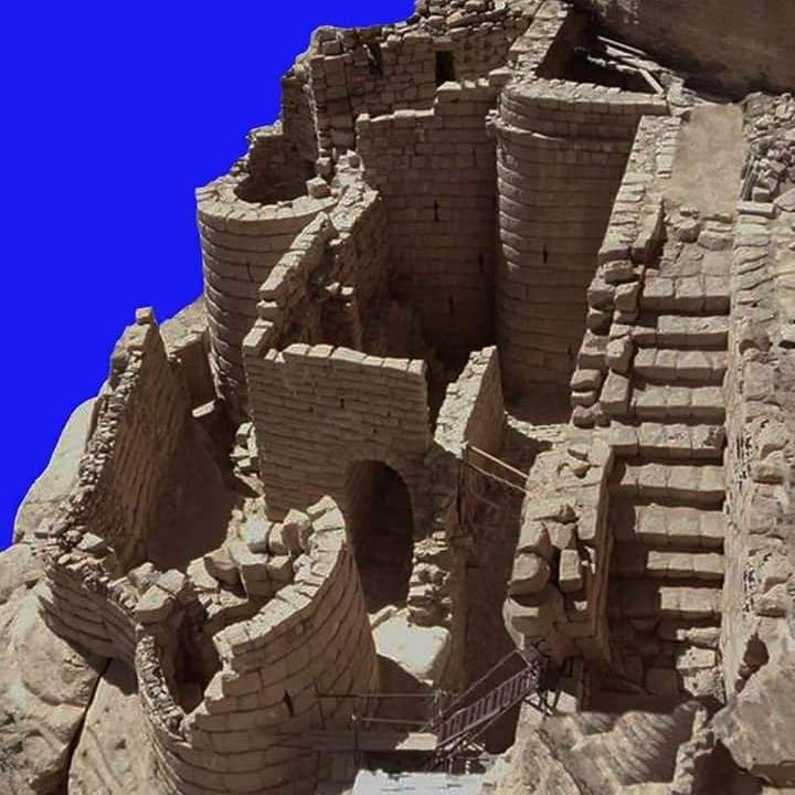 شاهد احتقار الحوثي لتاريخ اليمن.. سرقة وتهريب آثار