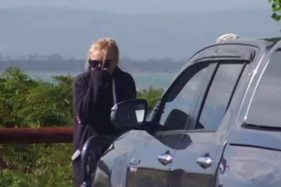 امرأة مصدومة بعد مشاهدتها الحادثة، نقلاً عن ABC نيوز