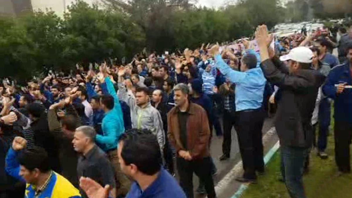 """صرخات المتقاعدين تتصاعد في إيران.. """"موائدنا فارغة"""""""