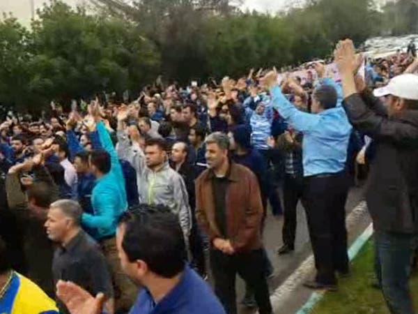 عمال إيران المتقاعدون يصرخون: شبعنا وعودا موائدنا فارغة