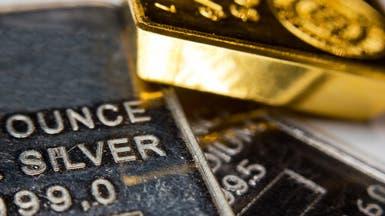 الذهب يستقر مع ارتفاع الدولار بفعل مخاوف التجارة