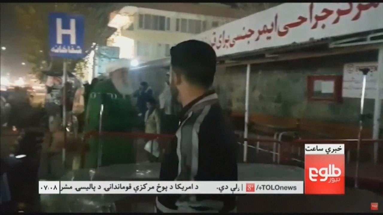 بم دھماکے میں زخمی ہونے والے افراد کو اسپتال  منتقل کیا جارہا ہے۔