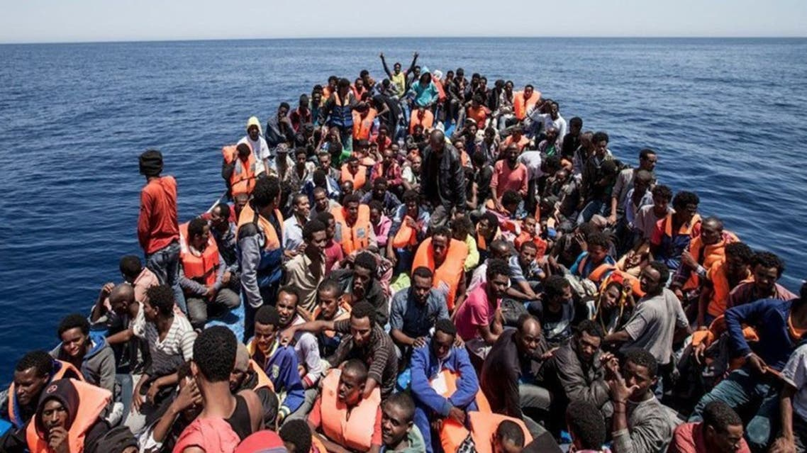 مهاجرون على متن إحدى سفن الإنقاذ