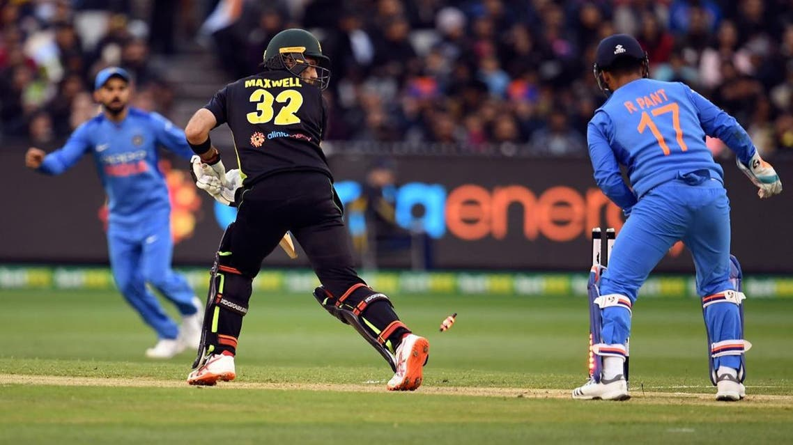 Australia's batsman Glenn Maxwell (C) looks back to see he is bowled as India's wicketkeeper Rishabh Pant (R) and captain Virat Kohli look on at the MCG in Melbourne on November 23, 2018. (AFP)