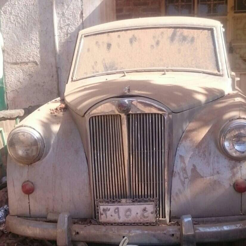 صورة سيارة أول امرأة  تحصل على رخصة قيادة في السودان