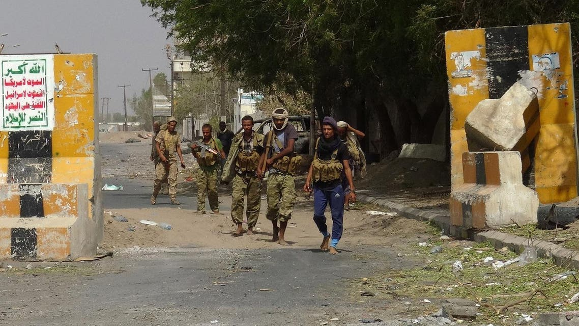 Yemeni pro-government forces gather on the eastern outskirts of Hodeida as they continue to battle for the control of the city from Huthi rebels on November 10, 2018.