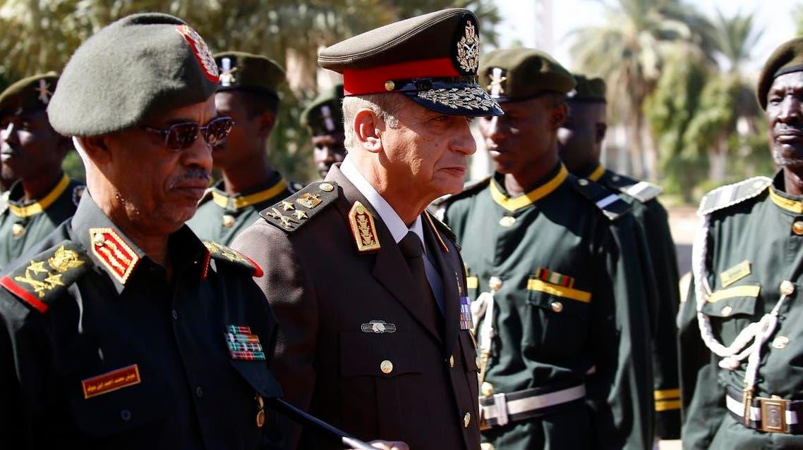 Egypt's Minister of Defense Mohamed Ahmed Zaki (R) and Sudan Minister of Defense Ahmed Awad Ibn Auf in Khartoum 1 (AFP)
