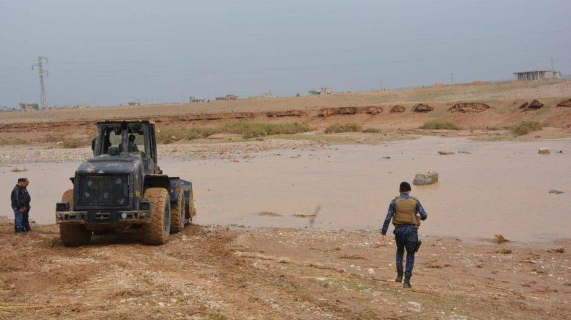 Federal police in the Diyala province work to drain flooded roads. (Supplied)