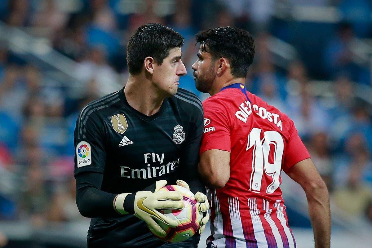 كوستا مهاجم أتلتيكو وكورتوا حارس ريال مدريد في آخر مواجهة بين الفريقين