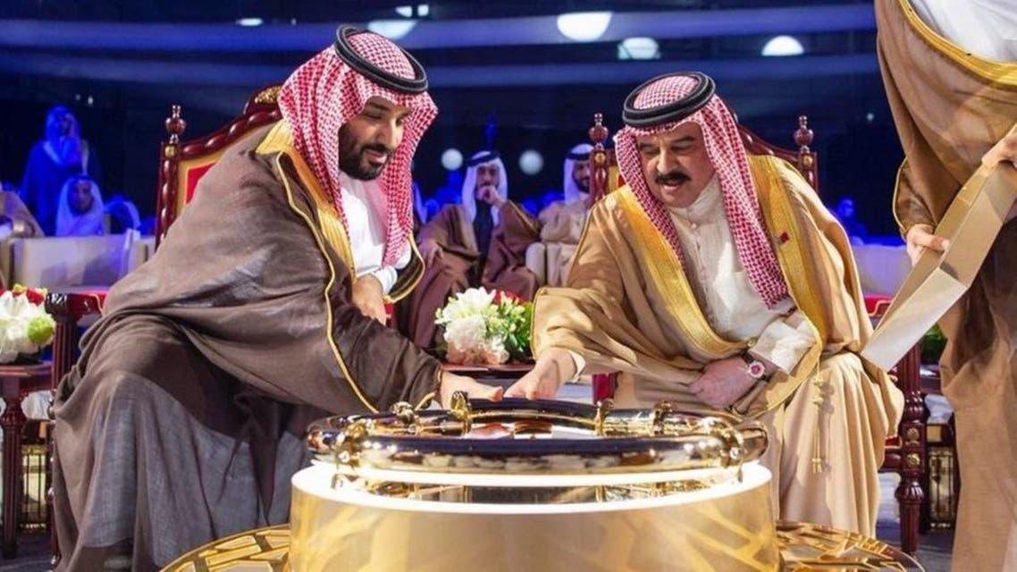 تدشين انابيب النفط