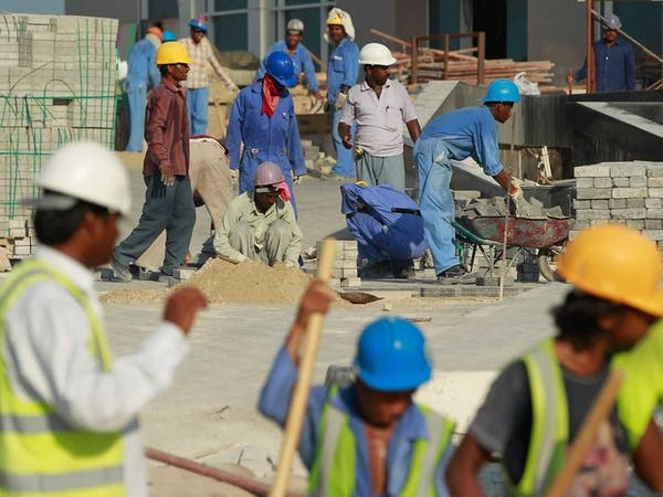 عمال مونديال قطر.. لا يجدون الأكل ويسكنون في مكب نفايات