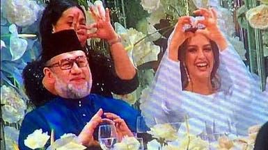 بالصور.. قصة الحسناء التي خطفت قلب ملك ماليزيا