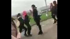 بعد ضرب طالب سوري ببريطانيا.. فيديو لاعتداء على أخته