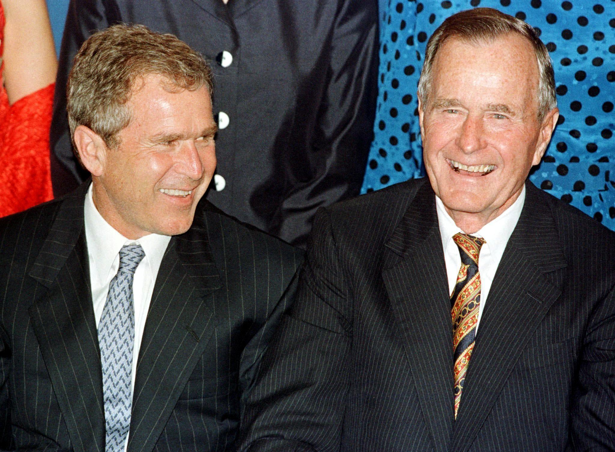 جورج بوش الأب مع ابنه