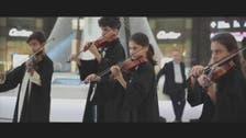 25 طفلا من جنسيات مختلفة يعزفون نشيد الإمارات بدبي مول