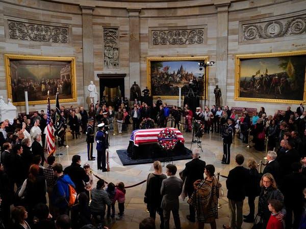 صور.. جثمان جورج بوش الأب مسجّى بالكابيتول قبيل الجنازة