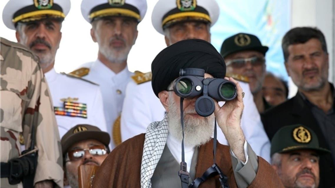 المرشد الإيراني يحضر مناورة عسكرية