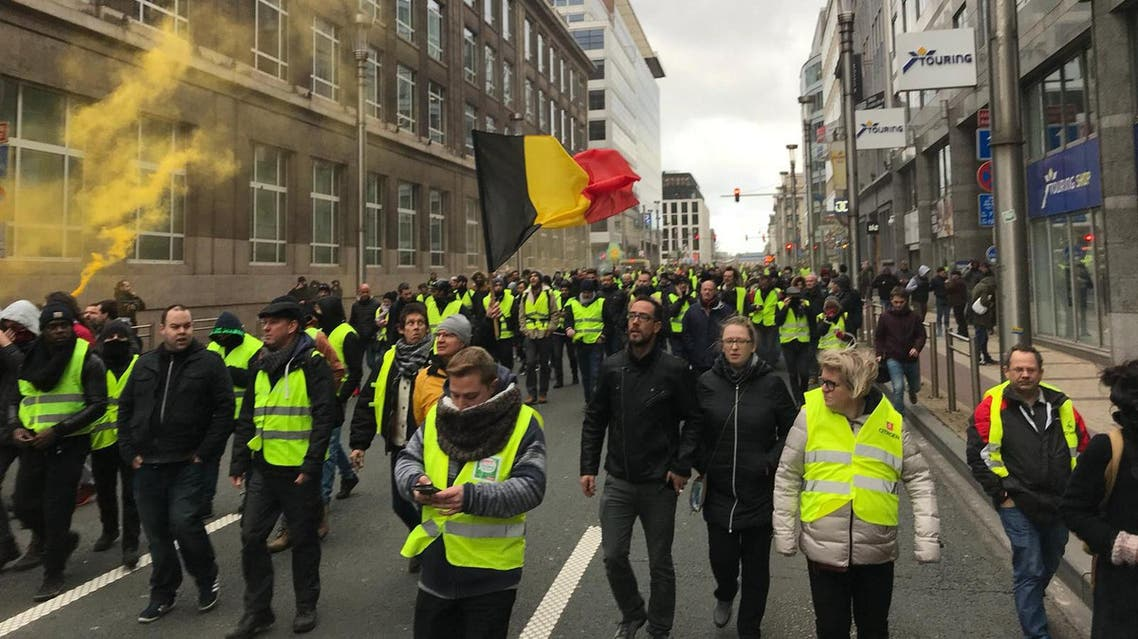 Brussels police arrest hundreds in 'yellow vest' riot