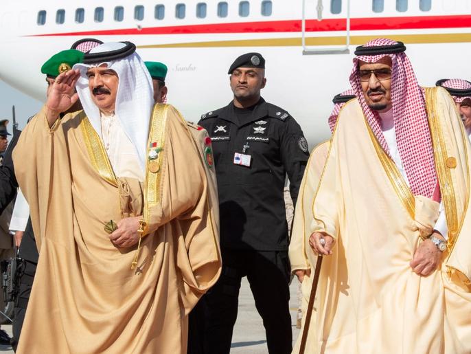 ملك البحرين يهنئ خادم الحرمين على نجاح تنظيم الحج
