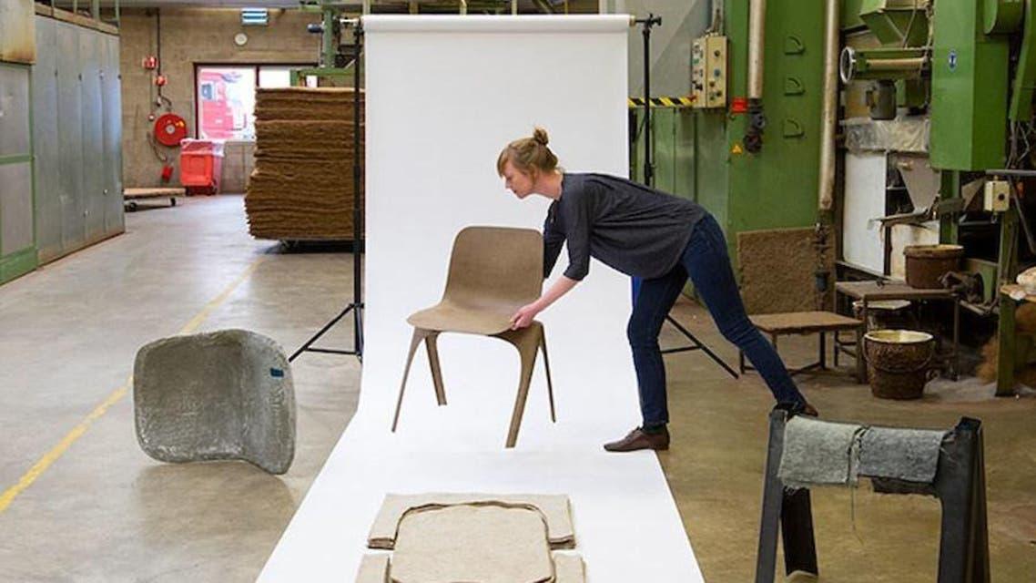 طراحان هلندی با استفاده از ضایعات کربن صندلی ساختند