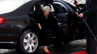 فيديو.. ماي عالقة في السيارة وميركل تنتظرها في البرد