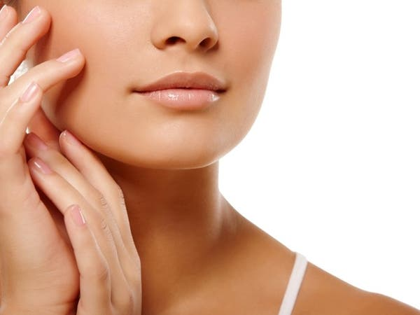 أفضل العلاجات الفعالة للحفاظ على جمال اليدين