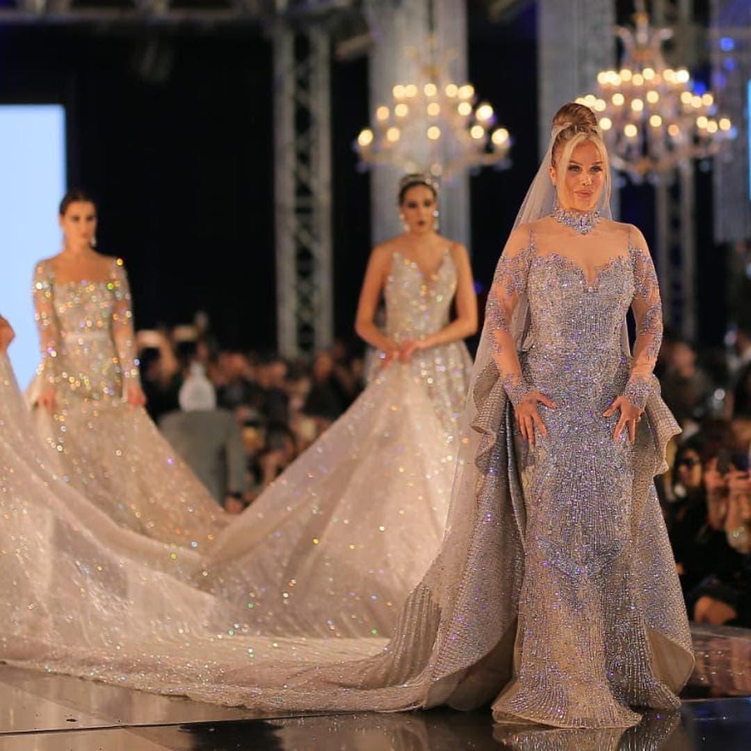 نيكول سابا خلال عرض أزياء للمصمم هاني البحيري
