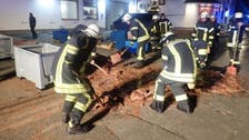 رجال إطفاء بمهمة غير مسبوقة.. تجريف الشوكولاتة بالشوارع