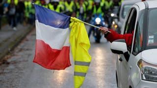 فرنسا.. الحكومة تدعو السترات الصفراء لعدم التظاهر السبت