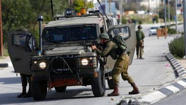 الجيش الإسرائيلي يطلق النار على فلسطيني بذريعة طعن جندي