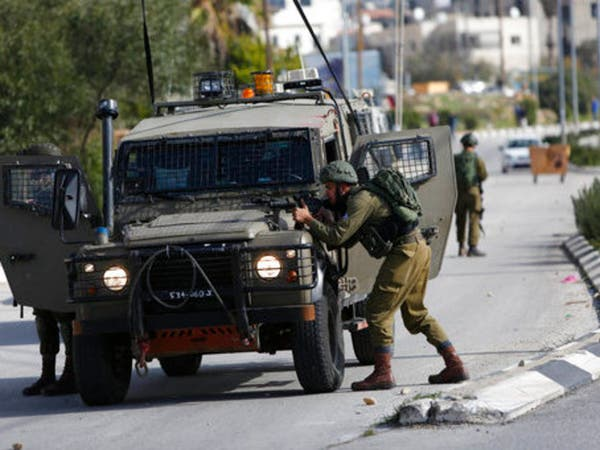 الجيش الإسرائيلي يطلق النار على مقر الأمن الوقائي بنابلس