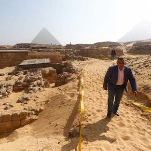 بالفيديو.. اكتشاف مقبرة جديدة بمصر تعود إلى 4400 سنة