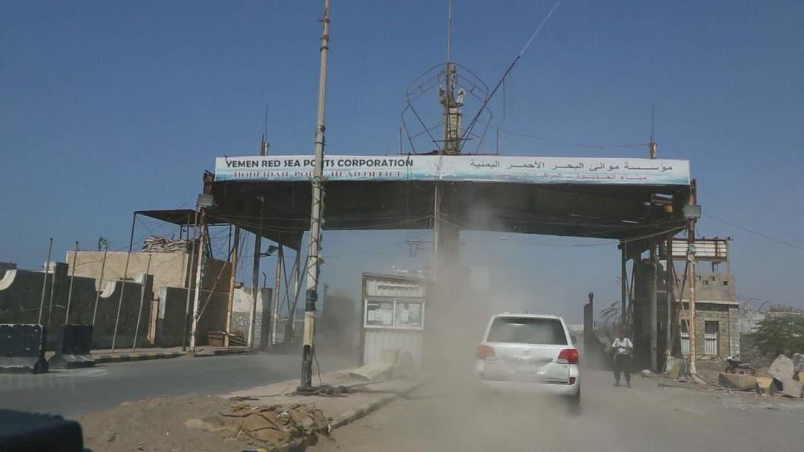 THUMBNAIL_ ميليشيات الحوثي تنهب ميناء الحديدة