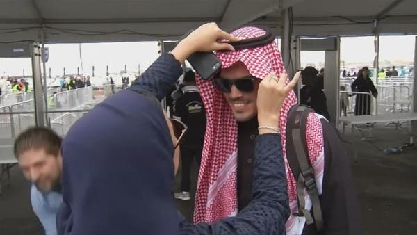 شاهد.. تدفق السياح الغربيين على الدرعية بالسعودية