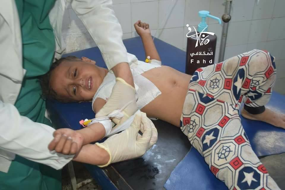 شقيق الطفلة زينب الذي طالته رصاصات القناص الحوثي