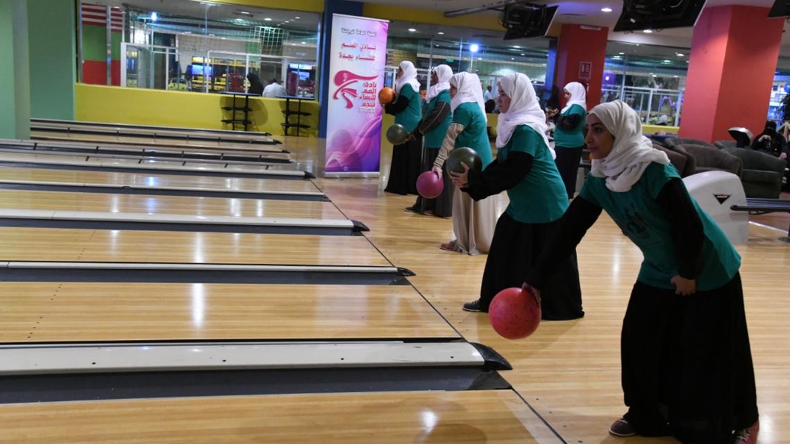 bowling females
