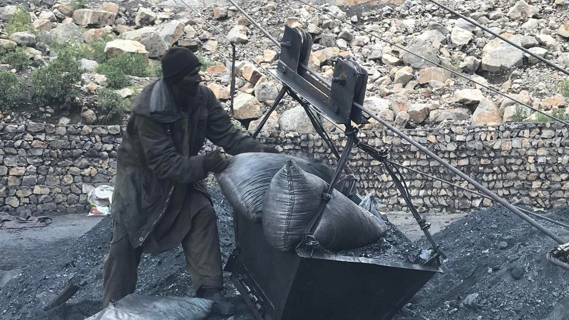 A worker at Darra Adam Khel coalmine unloading coal trolley. (Supplied)