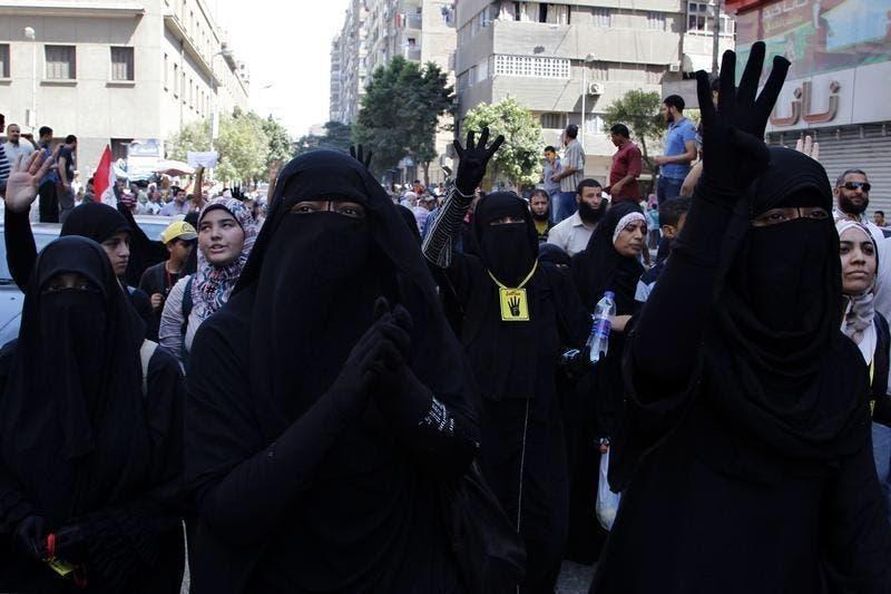 الأخوات المسلمات في ميدان رابعة