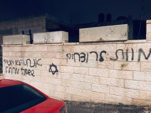 فيديو لإسرائيليين يعطلون سيارات فلسطينيين.. وجمل مسيئة