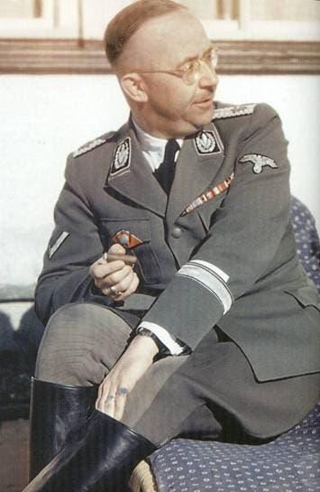صورة لقائد فرق الأس أس هنريش هملر